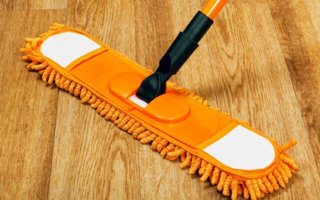 Как очистить линолеум от грязи